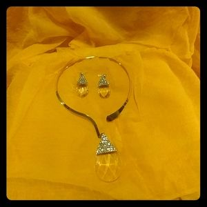 Gold metal necklace with teardrop charm